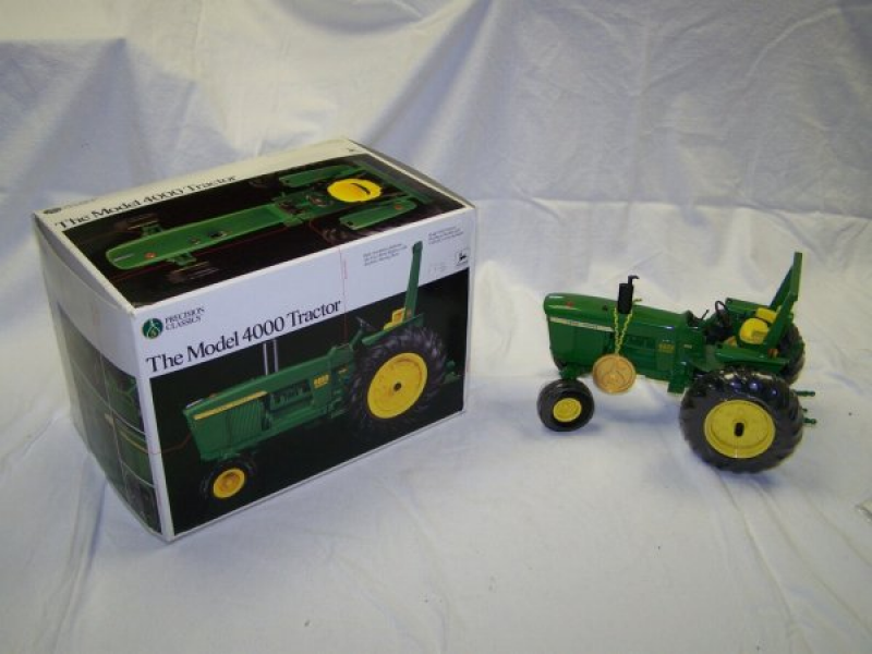 25: Ertl Precision Series 5 John Deere 4000 Toy Tractor : Lot 25