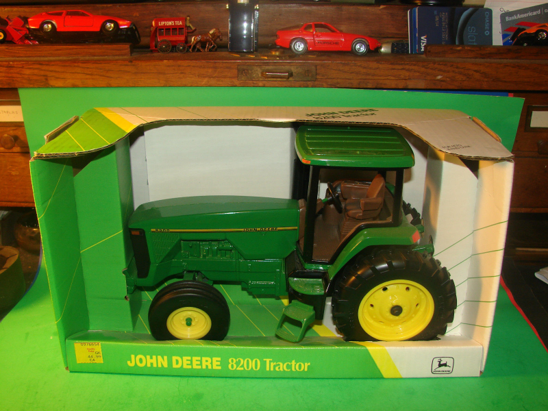 VINTAGE ERTL DIECAST JOHN DEERE 8200 ROW CROP FARM TRACTOR - MIB 1:16 ...