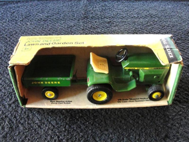 Ertl John Deere 1 16th Scale 316 318 400 420 Lawn Tractor w Cart ...