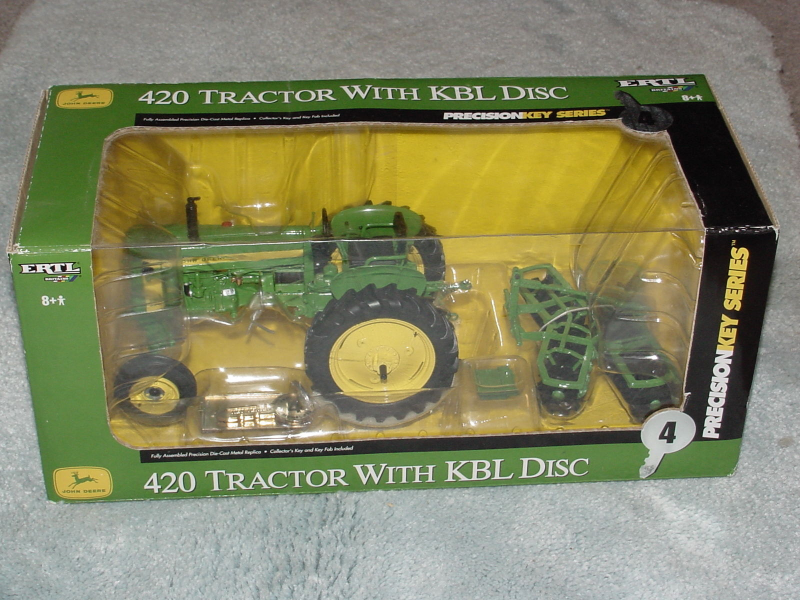 ERTL 1/16 JOHN DEERE 420 PRECISION KEY SERIES #4 TRACTOR WITH KBL DISC
