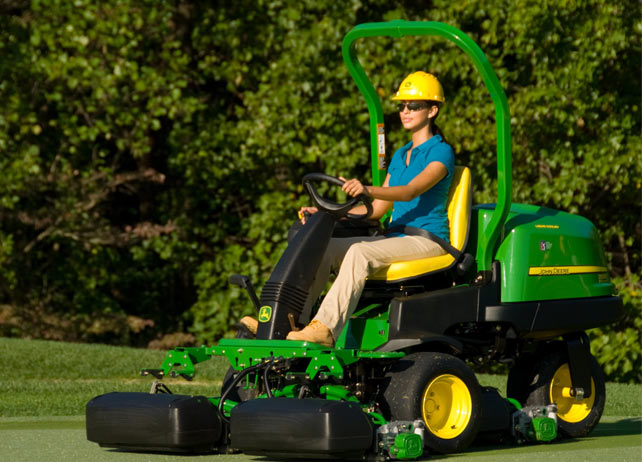 John Deere 2500e E-cut Hybrid Riding Greens Mower | John