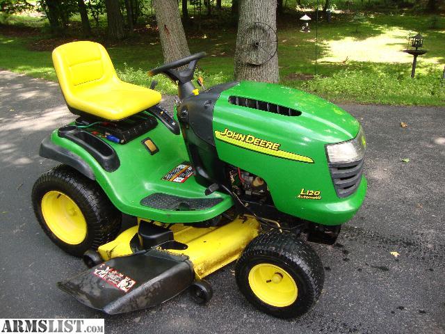 John Deere L118 Lawn Tractor 100 Series Tractors