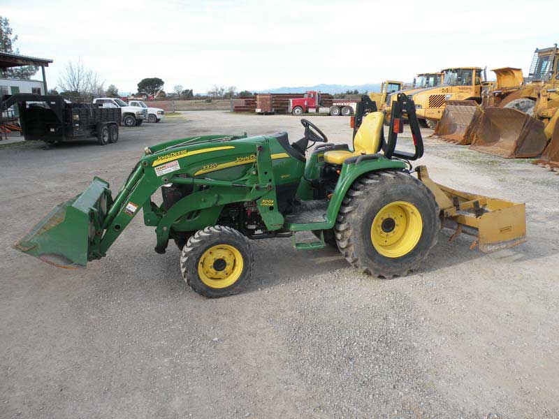 John Deere 3320 4×4 Utility Tractor Front End Loader   White Rock ...