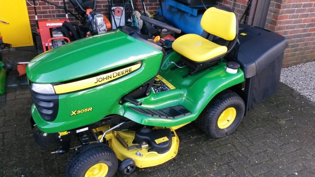 John Deere X305R Lawn Tractor