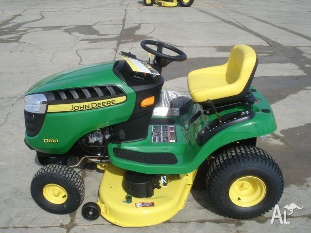 John Deere D100 Lawn Tractor John Deere D100 Series Lawn border=