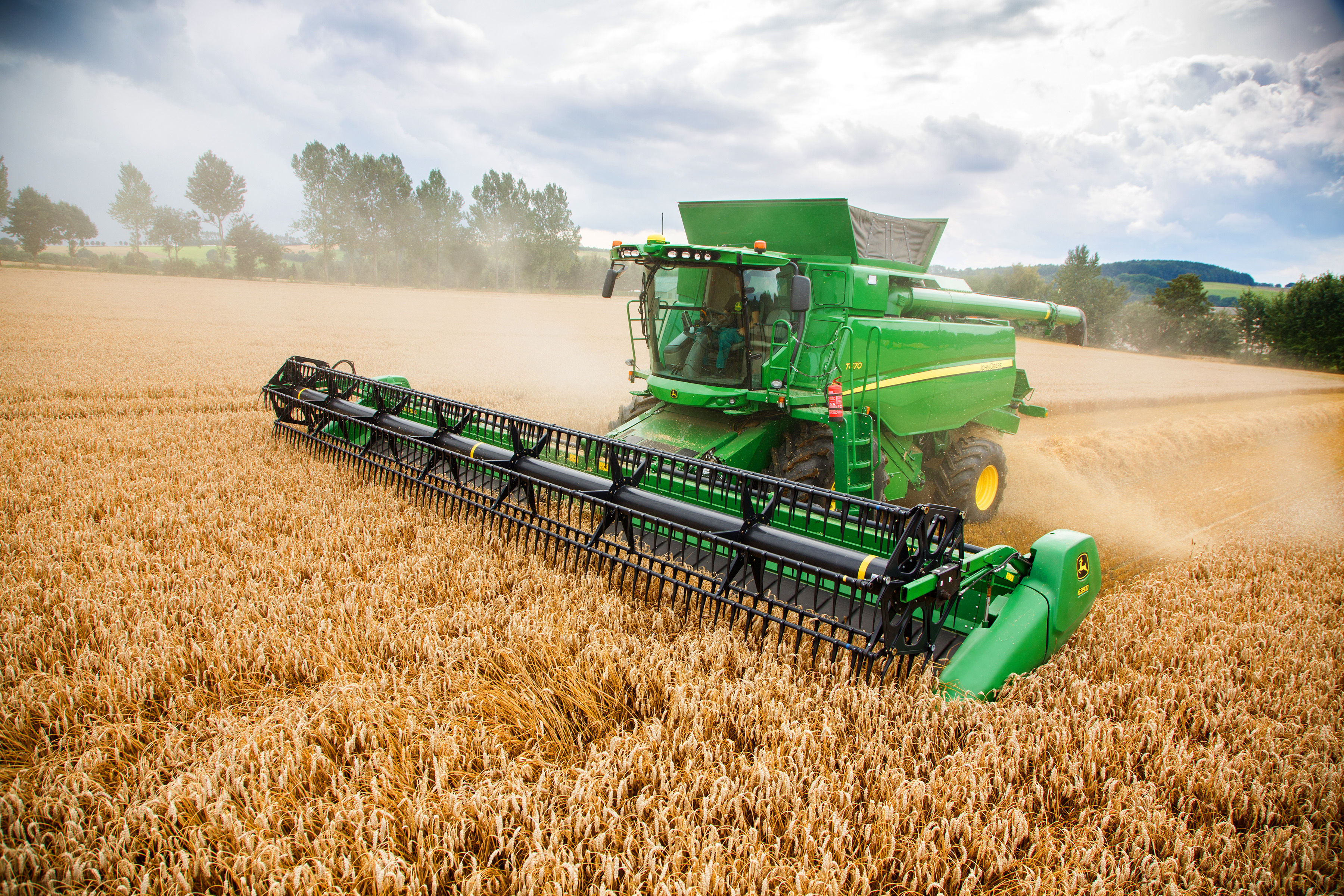 T670 Combine Offers Improved Capacity and Uptime | John ...